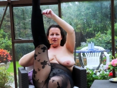 europemature-busty-milf-is-playing-with-boobs