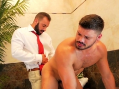 muscle-gay-fetish-with-cumshot