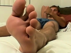 boy-gay-twinks-feet-hung-and-handsome-kelly