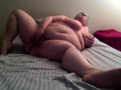 fat-milf-with-large-breast-masturbating-on-webcam