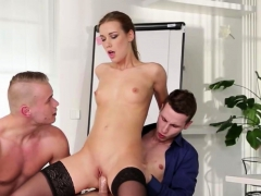 he-likes-to-suck-cock-before-fucking-her