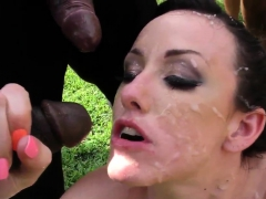 Babe in outdoor blowbang