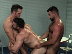 muscle-bear-threesome-with-cumshot