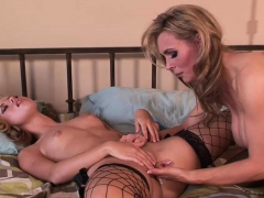 irresistible chicks please each others pussies – Free XXX Lesbian Iphone
