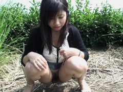 taking-her-panies-off-and-getting-freaky-in-the-outdoors