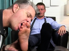 muscle-gay-foot-with-cumshot