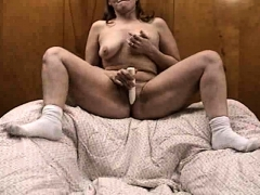 dark-skinned-milf-uses-sex-toys-to-masturbate-her-clit