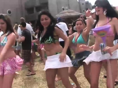 naughty-girls-have-fun-at-the-concert