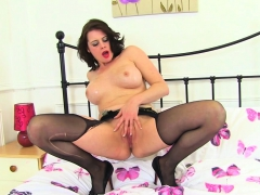 english-milf-amber-leigh-fucks-her-fanny-with-a-dildo