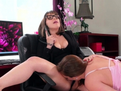maddy-licks-jenna-s-cunt-while-on-the-phone