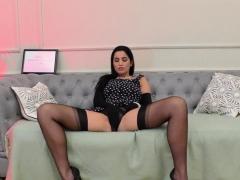 stockings-brit-eats-pussy