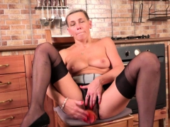 hairy-housewife-fingering-herself