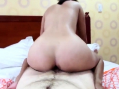 hairy-pussy-filipina-amateur-poses-naked-before-getting