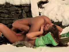gorgeous-babes-like-to-masturbate-outdoors