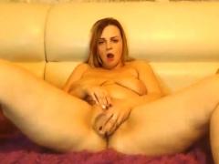 babe-charismabanks-fingering-herself-on-live-webcam