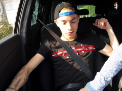 hitchhiker-handjob-in-the-car