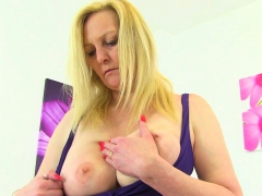 english-milf-fiona-is-built-for-pleasure