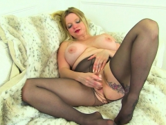 uk-milf-summer-angel-lee-squirts-all-over-her-black-tights