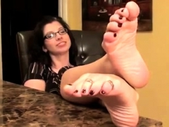 foot-fetish-close-up-feet-and-toes-tease