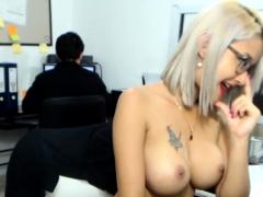 amateur-hotass01-flashing-boobs-on-live-webcam
