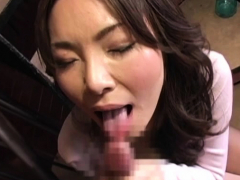 Aged Chick Spreads Wide And Gets Bushy Pussy Licked Hard