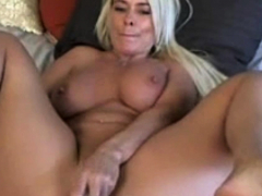 warm and sexy mom masturbate so good