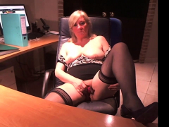 masturbate-in-black-stockings-webcam