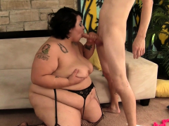 Tiny Guy Plows Slutty Plumper Mia Riley