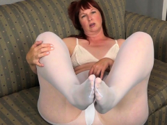 big-bottomed-milf-scarlett-needs-to-rub-one-out