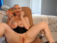 pretty-babe-neighbor-gives-pleasure-for-her-viewers