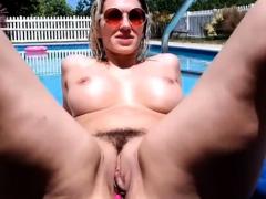 Gran Panocha masturbada en la Piscina