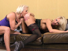 two-mature-blondes-have-an-interracial-anal-foursome