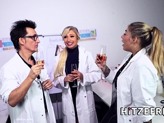 hitzefrei-dr-mia-blow-masturbates-in-the-office