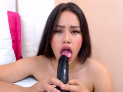 solo-girl-loves-masturbation