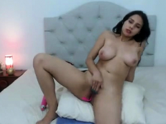 latin-big-beautiful-woman-masturbates-on-webcam-once-more