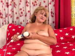 BBW Rosa Diez Reaches Toy Induced Orgasm