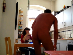 eine-kollegin-besucht-mich-und-ich-ziehe-mich-nackt-aus