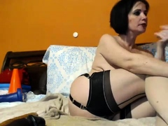 shy-amateur-mature-in-stockings
