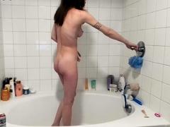 chinese-masturbate-before-take-shower-2