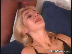 blonde-mature-slut-gets-mouth-and-pussy-part2