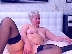 amateur-granny-toying-on-webcam