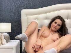 this-amateur-brunette-loves-ass-fingering