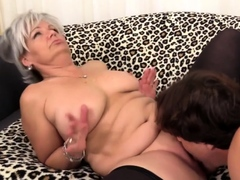 golden-slut-mature-cunnilingus-comp