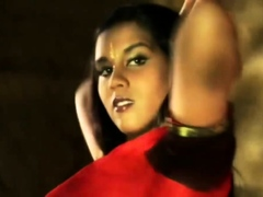indian-brunette-dance-gracefully-and-seductively