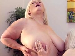 laceystarr-granny-lacey-loves-young-pussy