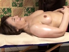 massage-girl-gigi-pulls-off-her-panties