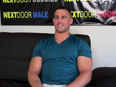Auditioning hunk solo jerking off in close up