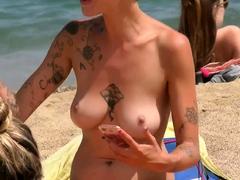 Superb woman Topless Beach Voyeur