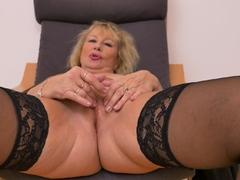 Busty mature Roxana rubs her ripe clit