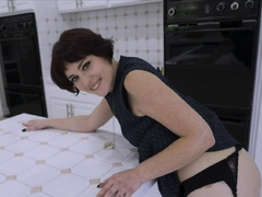 Beauty Sucks Cock And Gets Her Pussy Plowed